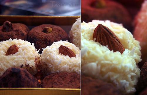 Baltieji kokoso triufeliai su migdolais
