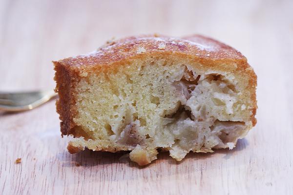 Pyragas su obuoliais kvepiantis cinamonu